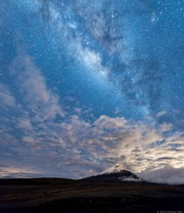 Cotopaxi Volcano Foto Destacada por: @danny_darquea | Cotopaxi + Milky Way  Cotopaxi is an active stratovolcano located i…