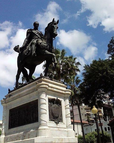 Foto enviada por: Jose Ruiz Alvarado, con el siguiente mensaje: «Grandioso monumento al LIBERTADOR SIMON BOLÍVAR EN EL PARQUÉ SEMINARIO DE GUAYAQUIL-ECUADOR»  Envíanos tus fotos de Guayaquil por DM o etiquetanos usando @tuguayaquil y te publicaremos.  #Guayaquileño  #guayaquil #guayaquilesmidestino #allyouneedisecuador #turismo  #latinoamericanos #ecuadorturistico #alloneplace #worldcaptures #paisajesecuador #discoverecuador #yoamoguayaquil #visitaguayaquil #turismo #turismoenguayaquil #comida #recetas #arrozconmenestra #comidatipica