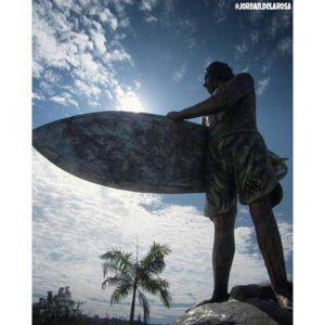 ★ SANTA ELENA – ECUADOR MONUMENTO AL SURF 📷: @jordan.delarosa #ecuadorysuspaisajes #provinciadesantaelena #montañita #surf  #surfing #ecuadoramalavida #ecuadorpotenciaturistica #ecuador #discoverecuador #allioneplace #nature_wizars #wow_america #wordlcapruras #soclose #likenowhereelse #amazonia #ecuadorprimero #travel #travelphotography #travelecuador #allyouneedisecuador #allecuadorneedsisyou #viajaprimeroecuador