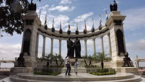 ★ #LaRotonda #Guayaquil #Malecon2000  Photo: @rutaviva Los mejores #HOTELES para este feriado en www.rutaviva.com  Vive tu mejor #aventura con la #FamiliaViajeraEcuador#Rutaviva. _____________________________________________ #ViajaPrimeroEcuador #DisfrutaEcuador #EcuadorNow  #Ecuador  #allyouneedisecuador #travelblogger#mochileros #natgeotravel #blogger #adventure #amor  #fotografias #fotosespectaculares  #Instapic #instatravel #instagramers #instameet #primerolacomunidad #vida #familiaviajera #alegria #ecoturismo @instagrames #wwim13@falvaradoe