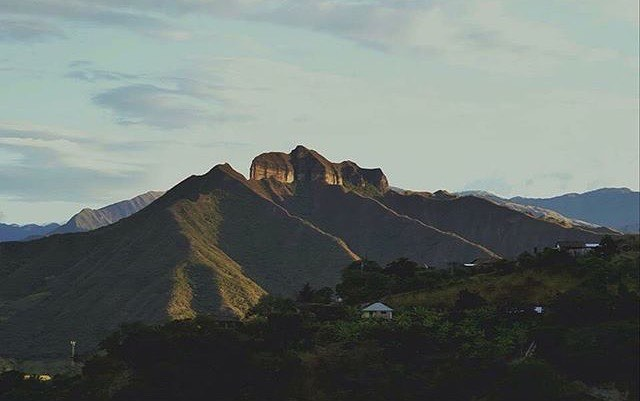 ★ CERRO MANDANGO – VILCABAMBA – LOJA  By : @ana_hiperez  #CerroMandango #Vilcabamba #ProvinciaDeLoja #DiscoverEcuador #EcuadorPotenciaTuristica #EcuadorIsAllyouNeed #EcuadorTuristico #EcuadorAmaLavida #EcuadorPrimero #Ecuador #SoClose #LikeNoWhereElse #ViajaPrimeroEcuador #AllInOnePlace #AllYouNeedIsEcuador #PaisajesEcuador #PaisajesEcuador593 #FeelAgainInEcuador #Love #Nature_Wizards #Nature_Perfections #Wow_America #World_Shots #WorldCaptures