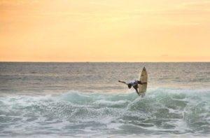 ★ SURF EN MONTAÑITA  By : @ashlon_durham  #Montañita #ProvinciaDeSantaElena #DiscoverEcuador #EcuadorPotenciaTuristica #EcuadorIsAllyouNeed #EcuadorTuristico #EcuadorAmaLavida #EcuadorPrimero #Ecuador #SoClose #LikeNoWhereElse #ViajaPrimeroEcuador #AllInOnePlace #AllYouNeedIsEcuador #PaisajesEcuador #PaisajesEcuador593 #FeelAgainInEcuador #Love #Nature_Wizards #Nature_Perfections #Wow_America #World_Shots #WorldCaptures