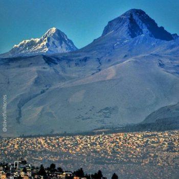 ★ QUITO CON UNA VISTA IMPRESIONANTE DEL ILLINIZA SUR Y EL CORAZÓN  By : @davidfvillacres  #Quito #ProvinciaDePichincha #DiscoverEcuador #EcuadorPotenciaTuristica #EcuadorIsAllyouNeed #EcuadorTuristico #EcuadorAmaLavida #EcuadorPrimero #Ecuador #SoClose #LikeNoWhereElse #ViajaPrimeroEcuador #AllInOnePlace #AllYouNeedIsEcuador #PaisajesEcuador #PaisajesEcuador593 #FeelAgainInEcuador #Love #Nature_Wizards #Nature_Perfections #Wow_America #World_Shots #WorldCaptures