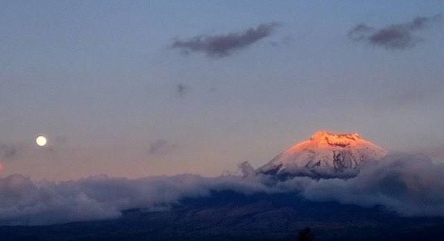 ★ SUPER LUNA JUNTO AL COTOPAXI  By : @daam.2001  #Cotopaxi #ProvinciaDeCotopaxi #DiscoverEcuador #EcuadorPotenciaTuristica #EcuadorIsAllyouNeed #EcuadorTuristico #EcuadorAmaLavida #EcuadorPrimero #Ecuador #SoClose #LikeNoWhereElse #ViajaPrimeroEcuador #AllInOnePlace #AllYouNeedIsEcuador #PaisajesEcuador #PaisajesEcuador593 #FeelAgainInEcuador #Love #Nature_Wizards #Nature_Perfections #Wow_America #World_Shots #WorldCaptures