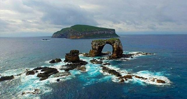 ★ ARCO DE DARWIN - GALÁPAGOS  By : Neil Gelinas  #ArcoDeDarwin #Galápagos #DiscoverEcuador #EcuadorPotenciaTuristica #EcuadorIsAllyouNeed #EcuadorTuristico #EcuadorAmaLavida #EcuadorPrimero #Ecuador #SoClose #LikeNoWhereElse #ViajaPrimeroEcuador #AllInOnePlace #AllYouNeedIsEcuador #PaisajesEcuador #PaisajesEcuador593 #FeelAgainInEcuador #Love #Nature_Wizards #Nature_Perfections #Wow_America #World_Shots #WorldCaptures