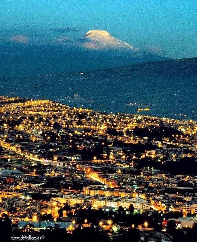 ★ QUITO CON VISTA DEL VOLCÁN CAYAMBE  By : @davidfvillacres  #Quito #Cayambe #ProvinciaDePichincha #DiscoverEcuador #EcuadorPotenciaTuristica #EcuadorTuristico #EcuadorAmaLavida #EcuadorPrimero #Ecuador #SoClose #LikeNoWhereElse #ViajaPrimeroEcuador #AllInOnePlace #AllYouNeedIsEcuador #PaisajesEcuador #PaisajesEcuador593 #FeelAgainInEcuador #Love #Nature_Wizards #Nature_Perfections #Wow_America #World_Shots #WorldCaptures