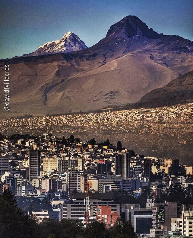 🔝 📷:@davidavidu | Quito, El Corazón e Illiniza Sur. #AllYouNeedIsEcuador #Quito #ecuafoto #fotografia #mipaís #AndesEcuatorianos https://t.co/cM2rzSSkzS