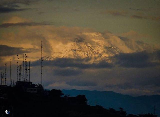 ★ CHIMBORAZO VISTO DESDE GUAYAQUIL  By : @kebiin_bo  #Chimborazo #Guayaquil #DiscoverEcuador #EcuadorPotenciaTuristica #EcuadorIsAllyouNeed #EcuadorTuristico #EcuadorAmaLavida #EcuadorPrimero #Ecuador #SoClose #LikeNoWhereElse #ViajaPrimeroEcuador #AllInOnePlace #AllYouNeedIsEcuador #PaisajesEcuador #PaisajesEcuador593 #FeelAgainInEcuador #Love #Nature_Wizards #Nature_Perfections #Wow_America #World_Shots #WorldCaptures