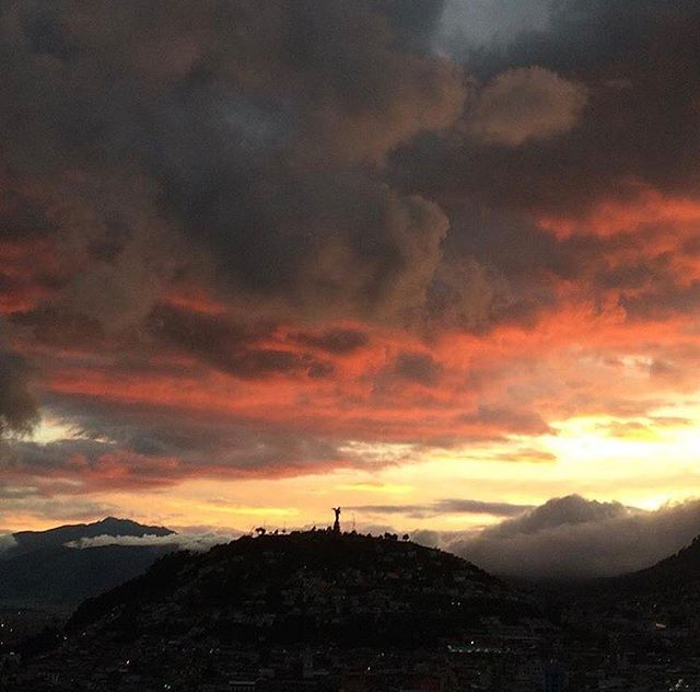 ★ ATARDECER QUITEÑO 🌄  By : @sandynaranjoec  #Quito #ProvinciaDePichincha #EcuadorPotenciaTuristica #EcuadorIsAllyouNeed #EcuadorTuristico #EcuadorAmaLavida #EcuadorPrimero #Ecuador #SoClose #LikeNoWhereElse #ViajaPrimeroEcuador #AllInOnePlace #AllYouNeedIsEcuador #PaisajesEcuador #PaisajesEcuador593 #FeelAgainInEcuador #Love #Nature_Wizards #Nature_Perfections #Wow_America #World_Shots #WorldCaptures