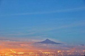 🔝 📷:@lucasgarzonf | #IllinizaSur al amanecer desde cerro #Putzalahua #Ecuador #byLucas