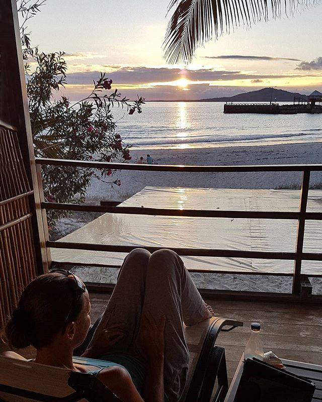 ★ por: @betti_travels | Relax... #sunset #galapagos #galapagosislands #ecuador #ecuadorturistico #allyouneedisecuador #isabela #travel #lovetravel #travelpics #travelasmuchasyoucan #wanderlust #perfectview