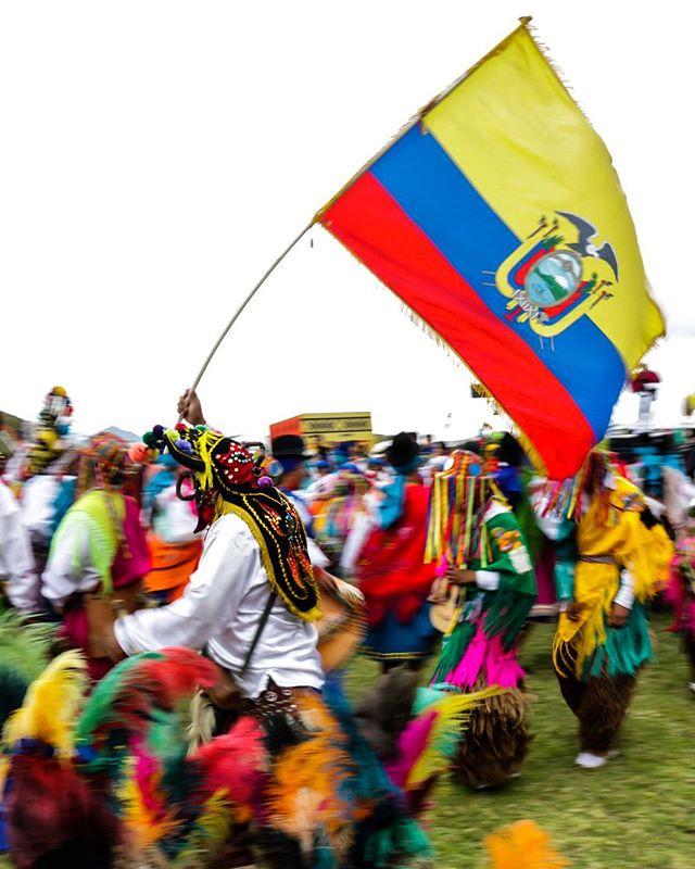 por: @edunavasv | #Danza #tradición #Ecuador #allyouneedisecuador #Canon70D #Diabloum...