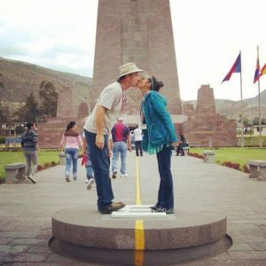 The Equator, 0 Degrees 0'0″ Foto Destacada por: @dianasrice | Three years ago today I was #blessed to stand at the equator with m…