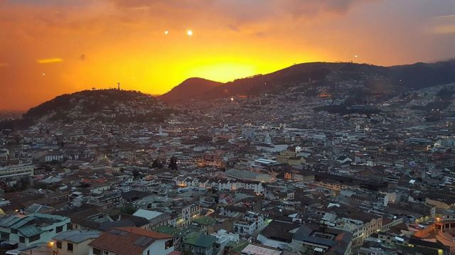 ATARDECER QUITEÑO By : @johaeliza88  #Quito #ProvinciaDePichincha #EcuadorPotenciaTuristica #EcuadorIsAllyouNeed #EcuadorTuristico #EcuadorAmaLavida #EcuadorPrimero #Ecuador #SoClose #LikeNoWhereElse #ViajaPrimeroEcuador #AllInOnePlace #AllYouNeedIsEcuador #PaisajesEcuador #PaisajesEcuador593 #FeelAgainInEcuador #Love #Nature_Wizards #Nature_Perfections #Wow_America #World_Shots #WorldCaptures