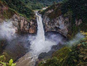 Napo Province Foto Destacada por: @carlos_sirfierro | Fotografía by Carlos Sirfierro – http://varochi.com/ // Cascada de …