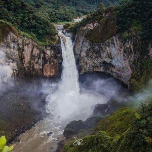 Napo Province Foto Destacada por: @carlos_sirfierro | Fotografía by Carlos Sirfierro - http://varochi.com/ // Cascada de ...