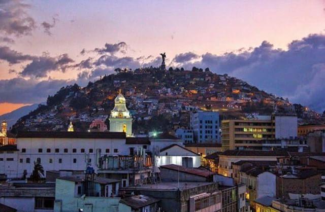 Quito, Ecuador Foto Destacada por: @paisajesecuador593 | QUITO - PICHINCHA  By : @lucasgarzonf #Quito #ProvinciaDePichincha...