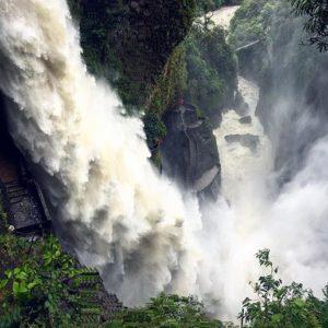 Pailon Del Diablo - Ecuador - Baños Foto Destacada por: @msdavisspanish | Lotsa rain = lotsa waterfall 😳