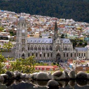 BASÍLICA DEL VOTO NACIONAL DESDE EL ITCHIMBIA - QUITO  By : @davidf...