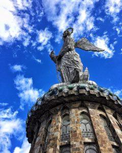 El Panecillo Foto Destacada por: @peromuchacha | La virgen, de cerca! | 📍Panecillo, Quito
