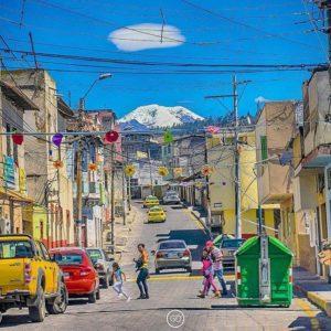Foto Destacada por: @ecuafoto | #Repost @gabrieldiaz593 ・・・ Días soleados, ciudades de colores, vac…