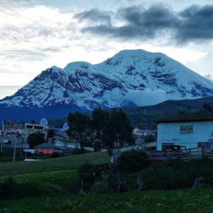Foto Destacada por: @ecuafoto | #Repost @doratm_ec ・・・ Taita Chimborazo  #ecuador #ecuadorisallyoun…