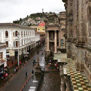 Centro Cultural Metropolitano Quito Foto Destacada por: @multimaniaco | Mañana lluviosa en el centro histórico de Quito #Allyouneedisecuado…