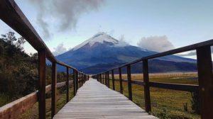 Volcán Cotopaxi Foto Destacada por: @bryan_dcb | El coloso Cotopaxi con mas de 5.897 m de altura … 🔹 🔹 🔹 ______…