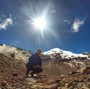 Volcan Chimborazo, Ecuador Foto Destacada por: @constanzorun | Brillante mañana para visitar el punto más lejano desde el centro d…