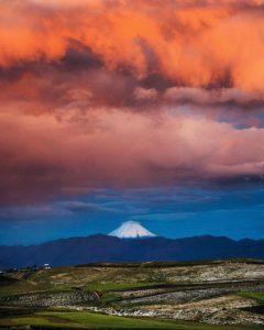 Sangay National Park Foto Destacada por: @robinski__ | El Sangay entre el cielo y la tierra. 🗻🌄#ecuador #sangay #volcano