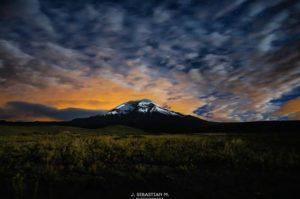 Nevado Chimborazo Foto Destacada por: @j_sebasstian | Nevado Chimborazo.  Noche fría, pero el que no arriesga no gana. Va…