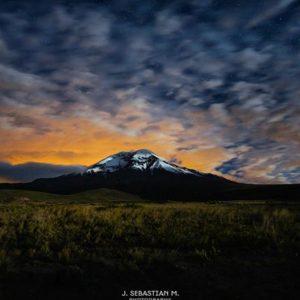 Nevado Chimborazo Foto Destacada por: @j_sebasstian | Nevado Chimborazo.  Noche fría, pero el que no arriesga no gana. Va...