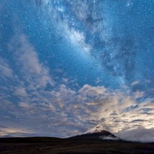 Cotopaxi Volcano Foto Destacada por: @danny_darquea | Cotopaxi + Milky Way Cotopaxi is an active stratovolcano located i...