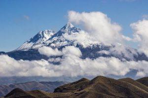 Zumbahua Foto Destacada por: @alesantanders | Iliniza o Illiniza es un estratovolcán en Ecuador, ubicado entre la…