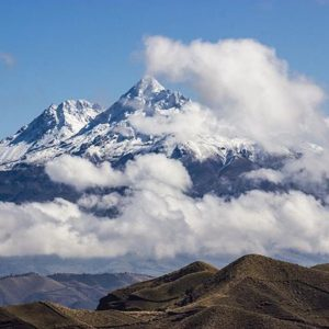 Zumbahua Foto Destacada por: @alesantanders | Iliniza o Illiniza es un estratovolcán en Ecuador, ubicado entre la...