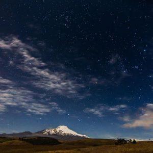 Parque Nacional Cayambe - Coca Foto Destacada por: @caminante.de.montes | El Cayambe bajo las estrellas. Ecuador. #cayambe #cayambevolcano #...