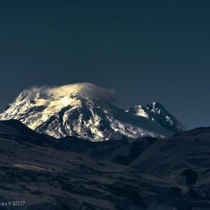 Foto Destacada por: @davidfvillacres | De esos amaneceres cuando los andes, brillan con luz propia. Volcán…