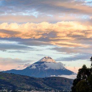 Volcán Tungurahua Foto Destacada por: @caminante.de.montes | Nieve en el volcán. Tungurahua, Ecuador.  #tungurahua #tungurahuavo...