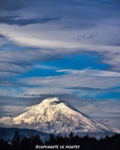 Cotopaxi Foto Destacada por: @caminante.de.montes | Amanecer nevado. Cotopaxi.  #paisajesecuador #ecuador #wanderlust #…