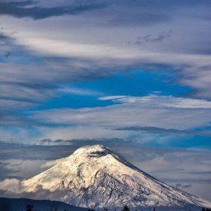 Cotopaxi Foto Destacada por: @caminante.de.montes | Amanecer nevado. Cotopaxi. #paisajesecuador #ecuador #wanderlust #...