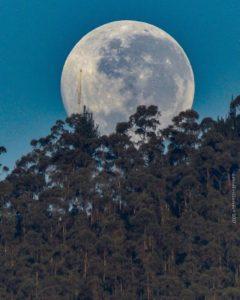 Foto Destacada por: @davidfvillacres | Jueves. #allyouneedisecuador #igersquito #paisajesecuador593 #moon …