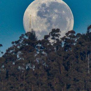 Foto Destacada por: @davidfvillacres | Jueves. #allyouneedisecuador #igersquito #paisajesecuador593 #moon ...