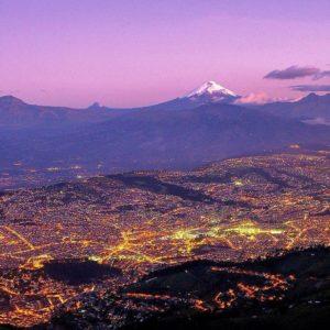 QUITO CON VISTA DEL COTOPAXI  By: @southamerica  #Quito #Cotopaxi #ProvinciaDePichincha
