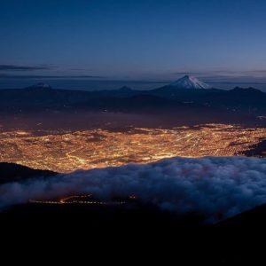 LA NOCHE CAE SOBRE QUITO By: @ricardo_jaramillo_photo #Quito #ProvinciaDePichincha #Ec