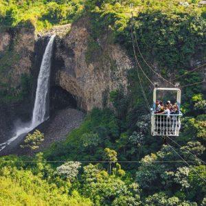 """Una tarabita que hace apreciar una espectacular vista de la cascada conocida como """"El Ma"""