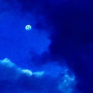 Como es posible que una luz tan pequeña, es capaz de irrumpir en la oscuridad de la noche.... PH: gabriel__murillo