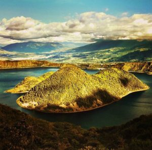 Laguna de Cuicocha. Imbabura. . . By: @  #FotografiandoEcuador #ecuadorpotenciaturíst