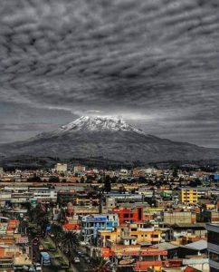 Ciudad de Riobamba. . . By:autor desconocido #FotografiandoEcuador #ecuadorpotenciatu