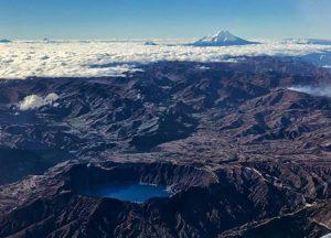 Espectacular foto del Quilotoa y el volcán Chimborazo.  Foto: @daniel0181  #Fotografi