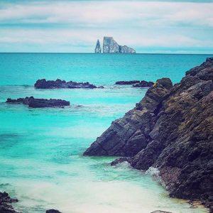 KICKER ROCK – ISLAS GALÁPAGOS  By: @royal.galapagos  #Galápagos #EcuadorEnTusOjos #Ecuad